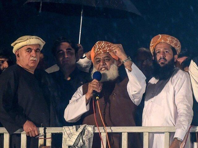 ضرب الاجل رهبر مخالفان به عمران خان