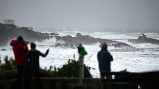 طوفان باعث قطعی گسترده برق در فرانسه شد