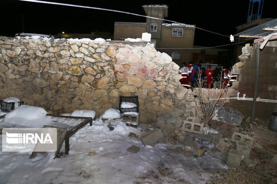 چادرهای هلال احمر برای زلزله زدگان خان زنیان شیراز برپا شد