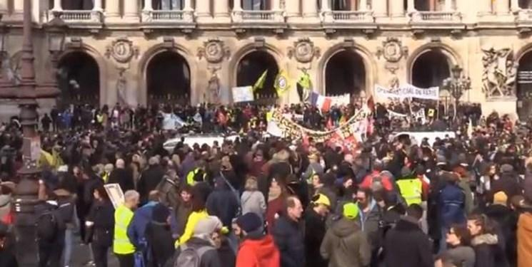 تجمع معترضان به قانون بازنشستگی فرانسه، هم زمان با آنالیز آن در مجلس