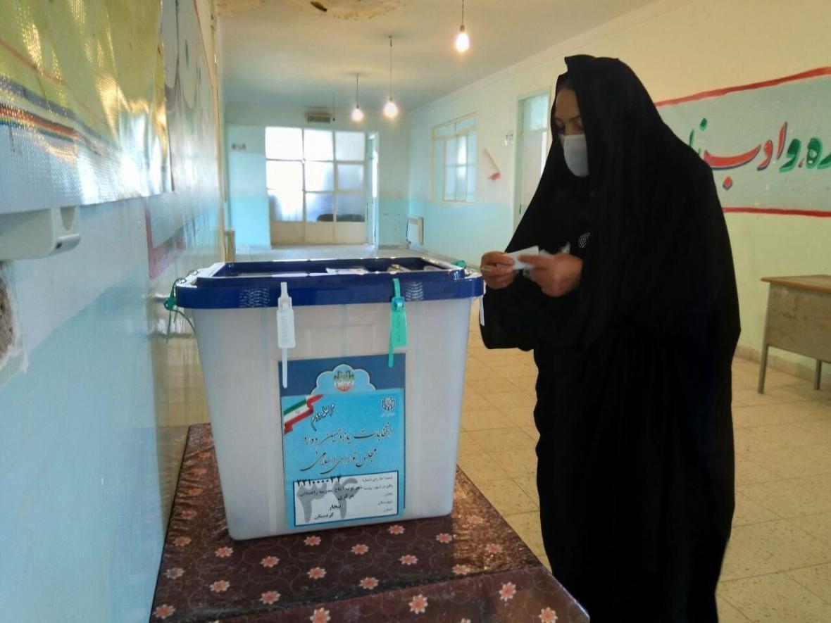 خبرنگاران معاون استاندار کردستان: امکان چینش شعبه اخذ رای در فضای باز وجود دارد