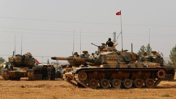 خبرنگاران نیروهای وابسته به ترکیه و آمریکا در شمال سوریه با یکدیگر درگیر شدند