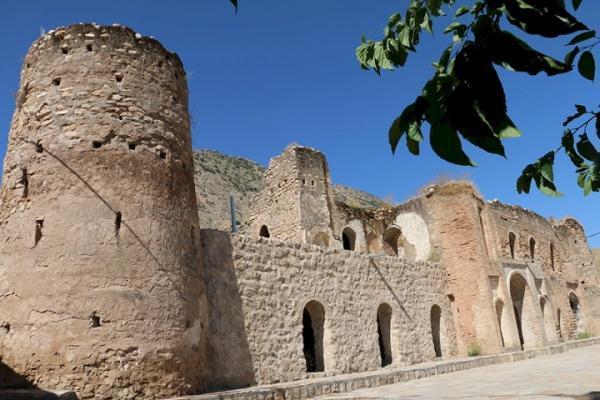 شروع عملیات بازسازی و سامان دهی قلعه اشرف العشایر (پوراشرف) دره شهر ایلام