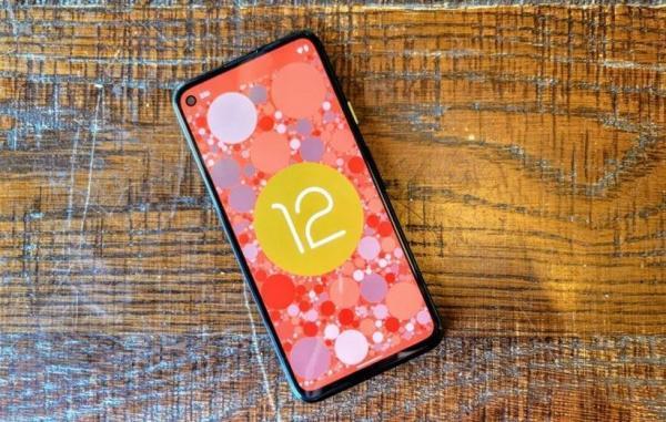 قابلیت های اندروید 12.1 لو رفت؛ توجه ویژه به گوشی های تاشو